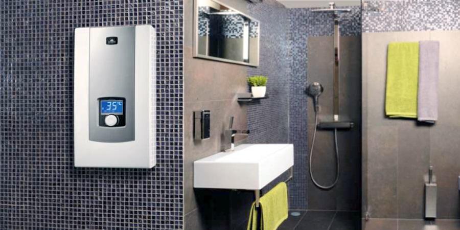 Проточный водонагреватель Kospel в ванной